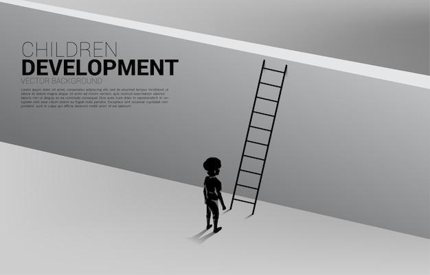 Silhouet van kind klaar om de muur met ladder over te steken. banner van kinderen onderwijs en leren.