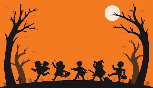 Silhouet van kinderen in halloween-kostuums