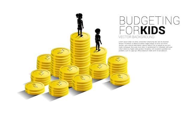 Silhouet van meisje dat zich bovenop stapel munt bevindt. banner van budgettering voor kinderen.