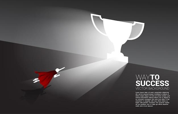 Silhouet van zakenman die naar de deurtrofee vliegt concept van carrière opstarten en zakelijke oplossing. Premium Vector