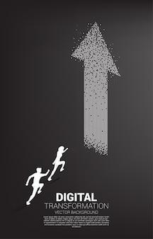 Silhouet van zakenman die naar de pijl van pixel loopt. concept van digitale transformatie van het bedrijfsleven.