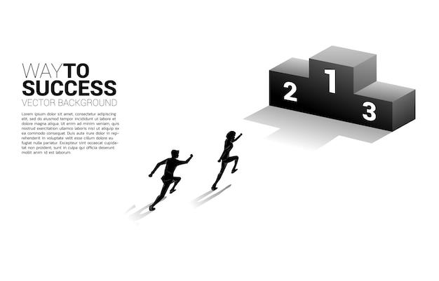 Silhouet van zakenman die naar eerste plaatspodium loopt. bedrijfsconcept winnaar en succes