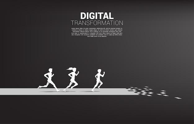 Silhouet van zakenman en zakenvrouw die op het pad van de pijl met pixel lopen. concept van digitale transformatie van het bedrijfsleven.