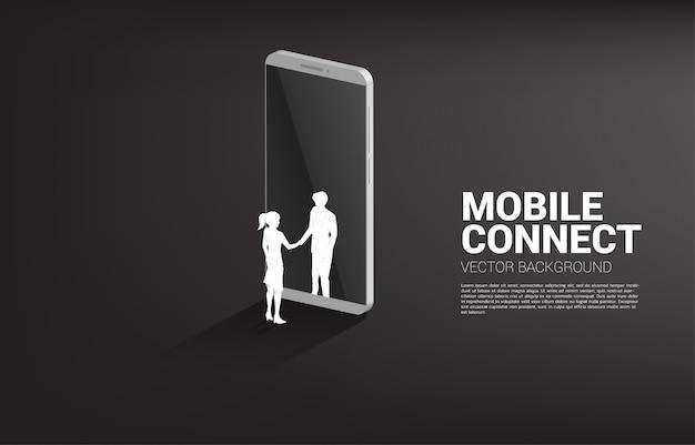 Silhouet van zakenman en zakenvrouw handdruk van mobiele telefoon. concept van zakelijke partnerschap en samenwerkingstechnologie.