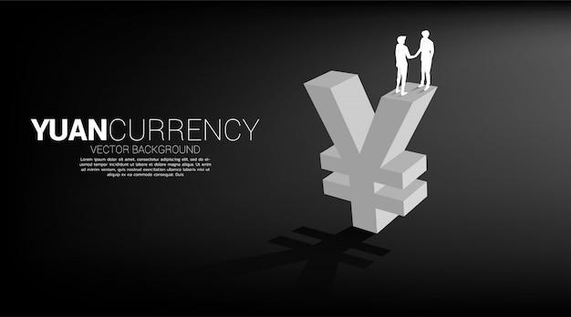 Silhouet van zakenman handbewegingen op chinese yuan valutapictogram. concept voor china zakelijk financieel partnerschap.