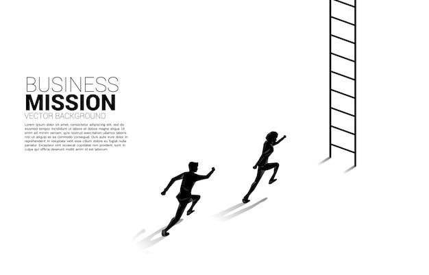 Silhouet van zakenman loopt om met ladder omhoog te gaan.