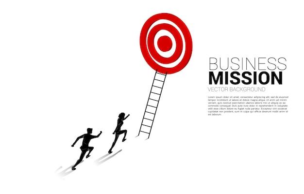 Silhouet van zakenmanconcurrentie met ladder om dartbord te richten. illustratie van visieopdracht en doel van het bedrijfsleven