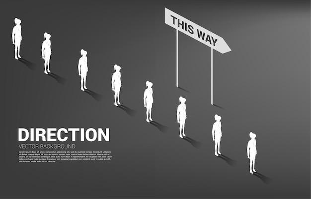 Silhouetgroep onderneemsterwachtrij met richting. concept van bedrijfsbedrijf en teamrichting