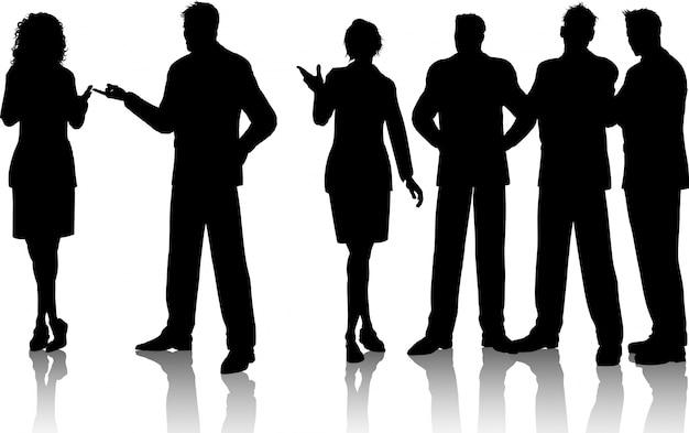 Silhouetten van een groep zakenlieden die gesprekken hebben