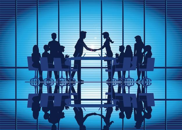 Silhouetten van zakelijke partnerschap handdruk