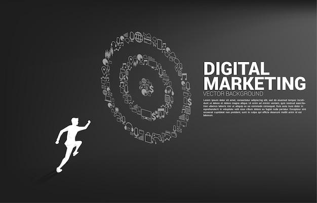 Silhouetzakenman die aan dartbord van marketingpictogram loopt. bedrijfsconcept van marketingdoel en klant