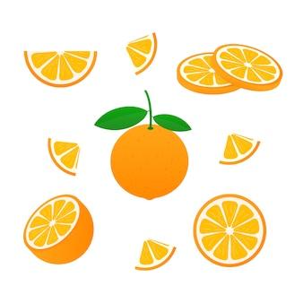 Sinaasappel met hele bladeren en plakjes sinaasappels.