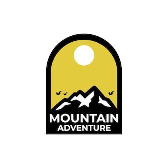 Sjablonen voor bergavontuurlogo