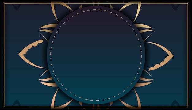 Sjabloon felicitatie flyer met blauwe kleurverloop met mandala gouden patroon voorbereid voor typografie.