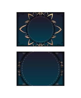 Sjabloon felicitatie flyer met kleurverloop blauwe kleur met mandala gouden patroon voorbereid om af te drukken.