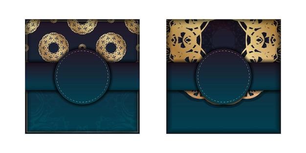 Sjabloon folder met blauwe kleurovergang met mandala gouden sieraad voorbereid om af te drukken.