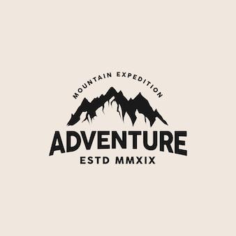 Sjabloon met logo voor avontuur berg