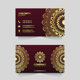 Sjabloon voor luxe visitekaartjes met gouden siermandala arabesk ontwerp