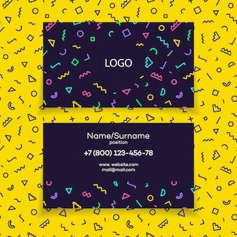 Sjabloon voor modern visitekaartjes met verschillende kleurvormen in de stijl van memphis