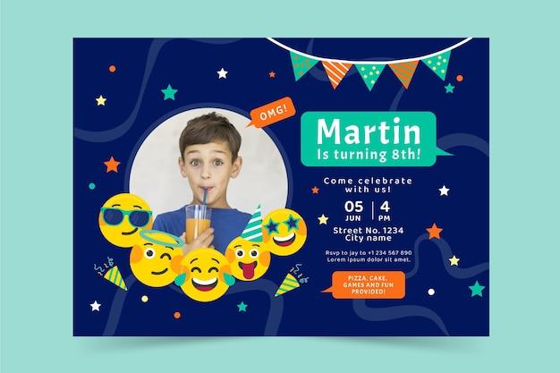 Sjabloon voor platte emoji-verjaardagsuitnodiging met foto
