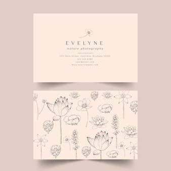 Sjabloon voor realistisch hand getekend floral visitekaartjes