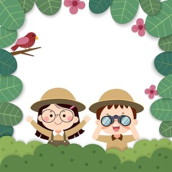Sjabloon voor reclamefolder met cartoon van meisje en jongen met verrekijkers in de natuur