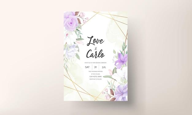 Sjabloon voor romantische paarse bloemen bruiloft uitnodigingskaart Premium Vector