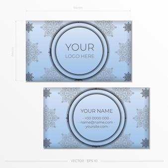 Sjabloon voor visitekaartjes in blauwe kleur met luxe zwarte patronen. printklaar visitekaartjeontwerp met vintage ornament.