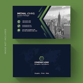 Sjabloon voor visitekaartjes in groene vorm