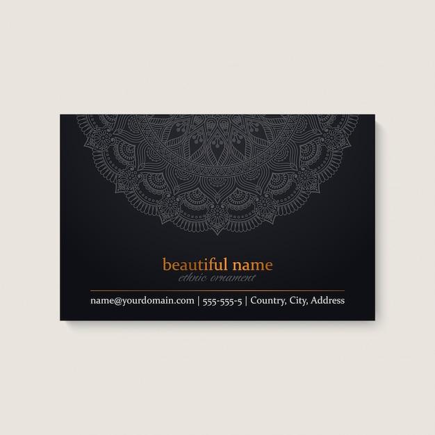 Sjabloon voor visitekaartjes met etnische mandala ontwerp