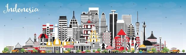 Skyline van indonesië met grijze gebouwen en blauwe lucht