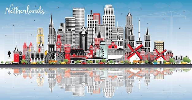 Skyline van nederland met grijze gebouwen, blauwe lucht en reflecties. vectorillustratie. toerismeconcept met historische architectuur. stadsgezicht met monumenten. amsterdam. rotterdam. den haag. utrecht.