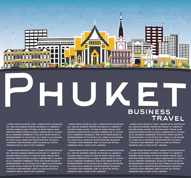Skyline van phuket thailand met kleur gebouwen, blauwe lucht en kopie ruimte. vectorillustratie. zakelijk reizen en toerisme concept met moderne architectuur. phuket stadsgezicht met monumenten.