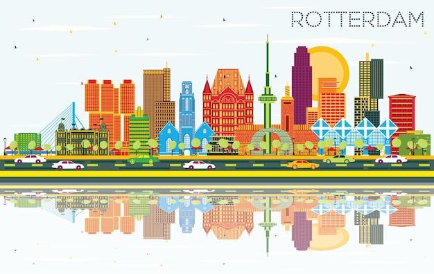 Skyline van rotterdam nederland met gekleurde gebouwen, blauwe lucht en reflecties