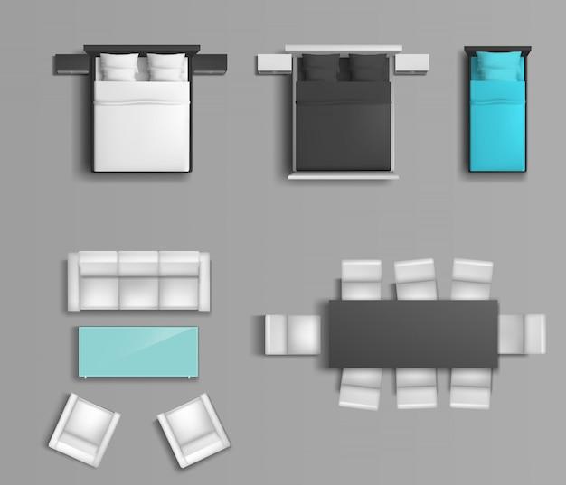 Slaapbed met verschillende kleuren beddengoed en kussens, zachte stoelen en een eettafel