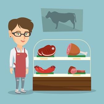 Slager die vers vlees in de slagerij aanbiedt.