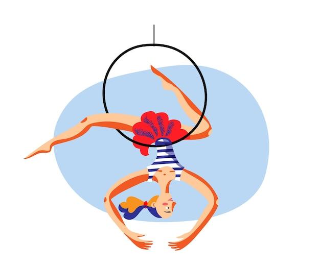 Slanke vrouwelijke turnster maakt truc ondersteboven hangende luchthoepel aan onzichtbare denkbeeldige circuskoepel