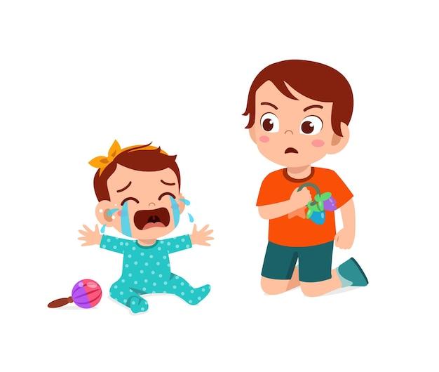 Slechte kleine jongen maakt de baby broer of zus aan het huilen