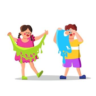 Slijm speelgoed spelende kinderen jongen en meisje