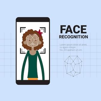 Slimme telefoon scannen afrikaanse amerikaanse vrouw geconfronteerd met moderne erkenning systeem voor toegangsbeheer technologie biometrische identificatie concept