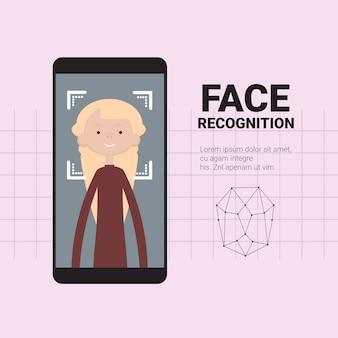 Slimme telefoon scannen gezicht van vrouwen modern herkenningssysteem toegangscontrole technologie biometrisch identificatieconcept