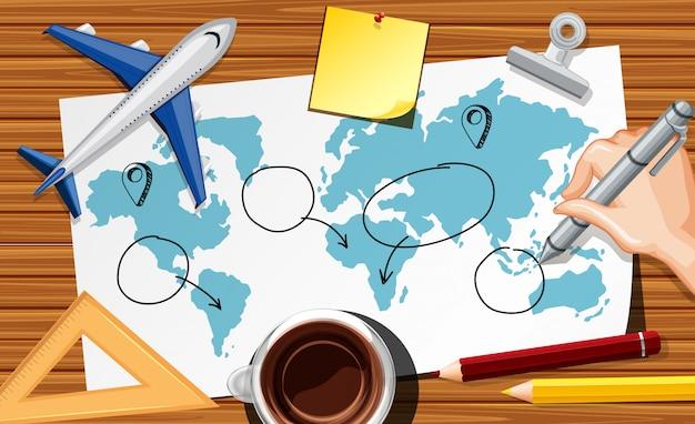 Sluit omhoog hand het schrijven van reisplan op papier met vliegtuigmodel en koffiekop op bureauachtergrond