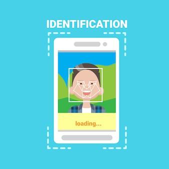 Smart phone loading face identification system scanning man gebruikerstoegangsbeheer moderne technologie