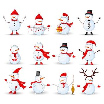 Sneeuwmannen die op een witte achtergrond worden geplaatst