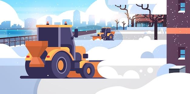 Sneeuwploeg tractoren schoonmaken stad besneeuwde weg winter straat sneeuwruimen concept woonwijk stadsgezicht vlak en horizontaal vector illustratie