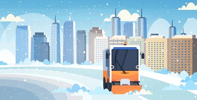Sneeuwploeg vrachtwagen schoonmaken stad weg afrer sneeuwval winter sneeuwruimen