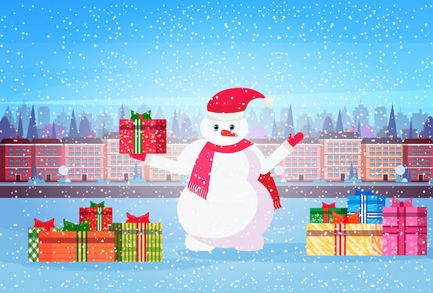 Sneeuwpop met presenteert in de stad
