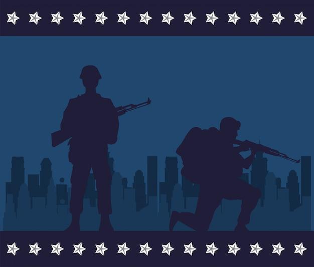 Soldaten vormen silhouetten in stadsgezicht scène