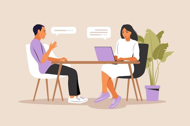 Sollicitatiegesprek. hr-manager en sollicitant ontmoeten elkaar voor een interview.