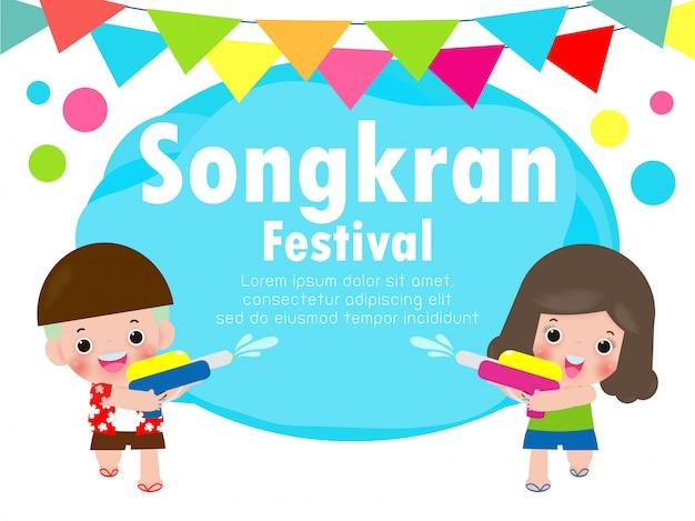 Songkran-festivaljonge geitjes die waterkanon houden genieten van bespattend water in songkran-festival, illustratie